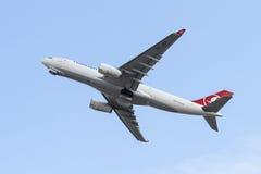 飞机离开 免版税库存照片