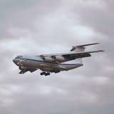 飞机IL-76MD的飞行 库存照片