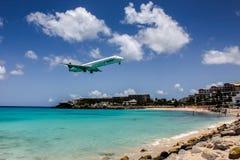 飞机InselAir在朱莉安娜International公主登陆 图库摄影