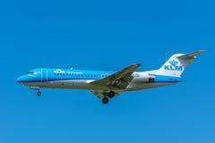 飞机KLM Cityhopper PH-KZO福克战斗机F70 免版税图库摄影