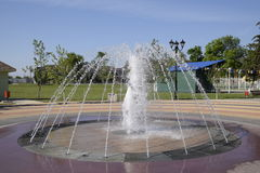 飞溅一个喷泉在公园 图库摄影