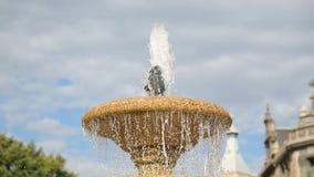 飞溅在喷泉的清楚的喷水在Moyua广场在毕尔巴鄂街市 影视素材