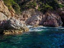 飞溅在岩石的海 库存照片