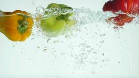 飞溅在水中的新鲜蔬菜在黑背景 影视素材