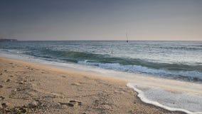 飞溅在海滩挥动 影视素材