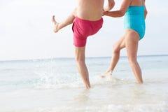 飞溅在海的资深夫妇细节在海滩假日 免版税库存照片