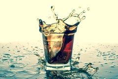飞溅在玻璃与苏打,冰块,白色背景 库存照片