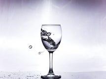 飞溅在玻璃的水 免版税库存图片