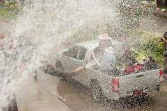 飞溅在Songkran节日的大象水在泰国。 库存图片