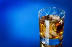 飞溅威士忌酒 图库摄影