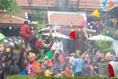 水飞溅或Songkran节日在泰国 免版税库存图片