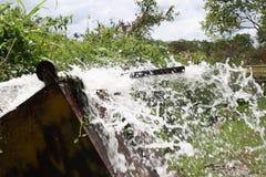 飞溅水在upsidedown台车 库存图片