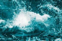 飞溅水波作为抽象背景 图库摄影