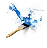 飞溅水滴蓝色的油漆刷 库存图片
