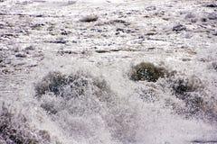 飞溅海波浪在安大路西亚西班牙 库存图片