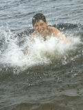 飞溅游泳 库存图片