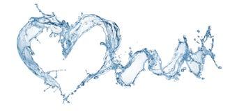 从水飞溅的心脏与泡影 免版税库存图片