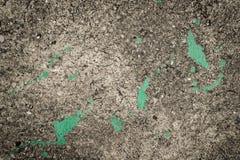 飞溅的肮脏的水泥地板绿色油漆 免版税库存图片