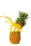 飞溅的菠萝 免版税库存照片