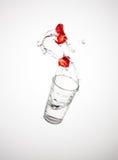 飞溅草莓 库存照片