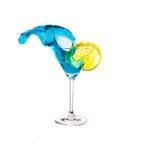 飞溅蓝色马蒂尼鸡尾酒和柠檬 库存图片