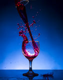 飞溅玻璃红葡萄酒 库存图片