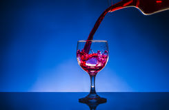 飞溅玻璃红葡萄酒 库存照片