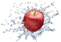 飞溅水的苹果 图库摄影