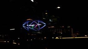 飞碟,五颜六色的寄生虫飞行在新加坡2 股票视频