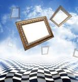 飞行аncient雕刻了在抽象幻想背景的长方形宝石与棋盘地板 免版税图库摄影