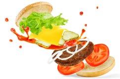 飞行与番茄酱splat的肉汉堡 库存图片
