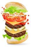 飞行与蛋黄酱和番茄酱splat的肉汉堡 图库摄影