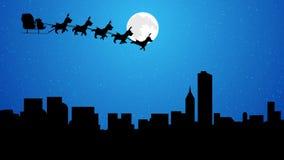 飞行与驯鹿的圣诞老人雪橇在夜满月的城市 向量例证