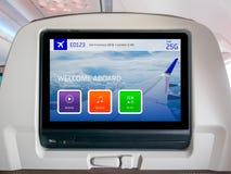 飞行中娱乐屏幕,飞行中屏幕,在飞机的Seatback屏幕 免版税库存照片