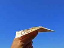 飞行便条纸飞机 库存照片