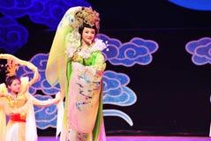 飞行到月亮的张e是一个四主要中国人神话江西OperaBlue外套 库存照片