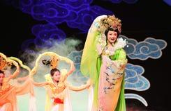 飞行到月亮的张e是一个四主要中国人神话江西OperaBlue外套 免版税库存照片