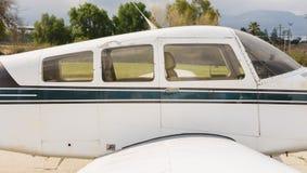 飞行员和乘客小航空器 免版税库存照片