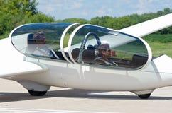 飞行员和乘客跑道的 图库摄影