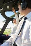 飞行员和Co飞行员在直升机驾驶舱内  库存照片