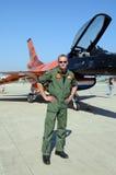 飞行员和F-16猎鹰 库存图片