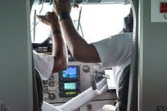 飞行员在海上飞机的驾驶舱内准备好飞行 库存照片