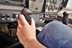 飞行员在驾驶舱内 免版税图库摄影