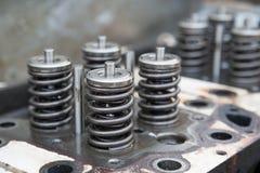 飞行器电动机,引擎排气门和进气阀、春天阀门引擎和自动备件,机器的模型分开 库存照片