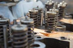 飞行器电动机,引擎排气门和进气阀、春天阀门引擎和自动备件,机器的模型分开 免版税库存照片