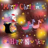 飞行圣诞快乐和新年快乐贺卡的圣诞老人和他的雪橇 免版税库存照片