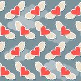 飞行在与云彩brighy心脏的天空有翼无缝的样式摘要背景为情人节或婚姻 免版税图库摄影