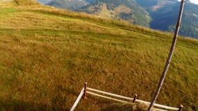 飞行在与干草堆的山风景在草甸 影视素材