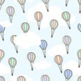 飞行在与白色云彩的浅兰的天空的不同的颜色逗人喜爱的空气baloons  外籍动画片猫逃脱例证屋顶向量 免版税图库摄影