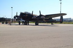 飞行在世界兰卡斯特和乘员组的之一仅两 库存图片